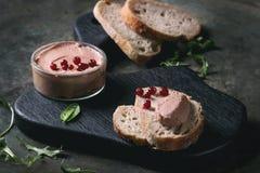 Pâté de foie avec du pain images libres de droits