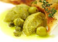 Pâté des olives dans un pain grillé Image stock