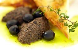 Pâté des olives dans un pain grillé Image libre de droits