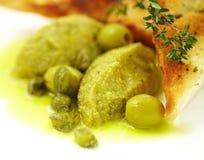 Pâté des olives dans un pain grillé photos libres de droits