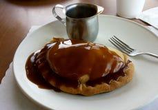 Pâtés en croûte et sauce au jus du Michigan photographie stock