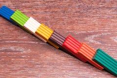Pâte à modeler colorée par s de ` d'enfants de photo Matériaux pour la créativité Images stock