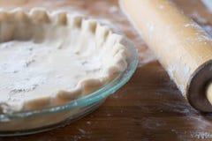 Pâte à tarte dans un plat de tarte Photographie stock