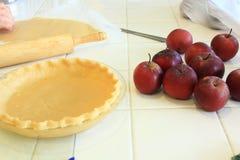 Pâte à tarte pour et pommes organiques Photos libres de droits