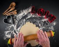 Pâte de biscuit d'amour de roulement Images libres de droits