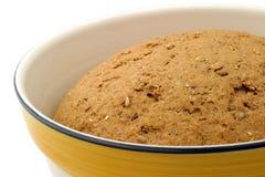 Pâte de pain chaleureuse - plan rapproché Images stock