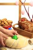 Pâte de pain de Pâques images libres de droits