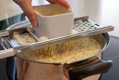 Pâte de Spaetzle - ingrédients de nourriture Photographie stock libre de droits