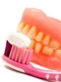 Pâte dentifrice, brosse à dents, dents jaunes Photos stock