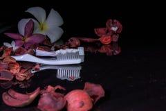 Pâte dentifrice sur le fond noir image stock