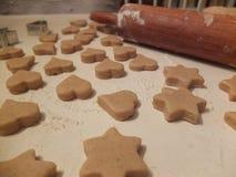 Pâte douce de pain d'épice avant la cuisson Photographie stock