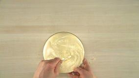 Pâte faisant cuire la forme de vue ci-dessus banque de vidéos