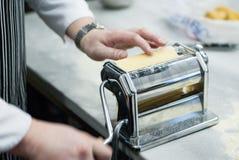 Pâte faite maison Pâte de roulement pâtes, ravioli et lasagne photos libres de droits