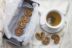 Pâte feuilletée avec de la cannelle et le sucre Photographie stock