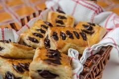Pâte feuilletée avec du chocolat Photos stock