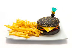 Pâte lisse de noir d'hamburger avec des fritures Image stock