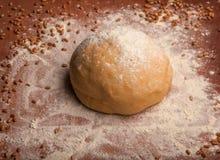 Pâte sur la farine Images stock