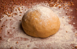 Pâte sur la farine Photos stock