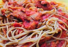 Pâtes avec de la sauce à thon Photographie stock