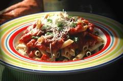 Pâtes avec de la sauce rouge Photo stock