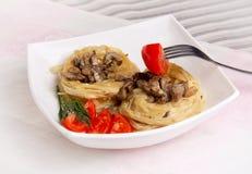 Pâtes avec des champignons de couche Photos stock