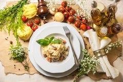 Pâtes avec des champignons de couche Photographie stock libre de droits