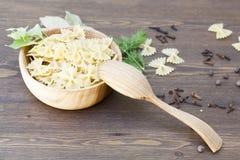 Pâtes avec des herbes et des épices Photos stock
