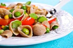 Pâtes avec des légumes Images stock