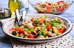 Pâtes avec des légumes Image stock
