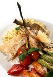 Pâtes avec des poissons photographie stock libre de droits