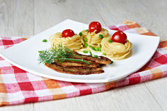 Pâtes avec du jambon Photographie stock libre de droits