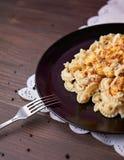 Pâtes avec la sauce au jus de poulet Photos libres de droits