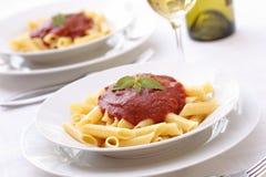 Pâtes avec la sauce tomate Image stock