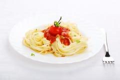 Pâtes avec la sauce tomate Images libres de droits