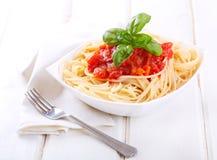 Pâtes avec la sauce tomate Photos libres de droits