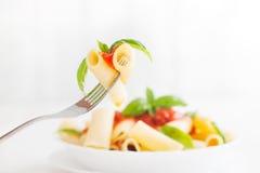 Pâtes avec la sauce tomate Image libre de droits