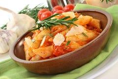 Pâtes avec la tomate Photo stock