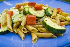 Pâtes avec les légumes frais Images libres de droits