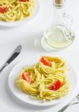 Pâtes avec les tomates et l'huile d'olive Image stock
