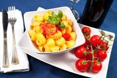 Pâtes avec les tomates fraîches Images libres de droits