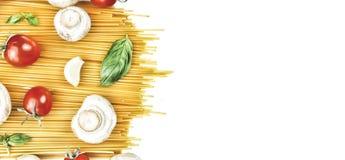 Pâtes, pâtes crues, spaghetti, pâtes italiennes, pâtes végétariennes, VE image stock