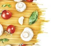 Pâtes, pâtes crues, spaghetti, pâtes italiennes, pâtes végétariennes, VE Images libres de droits
