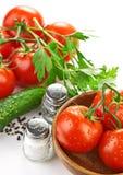 Pâtes d'arrangement avec la tomate et l'ail Image stock
