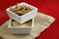 Pâtes de blé entier et riz brun Images libres de droits