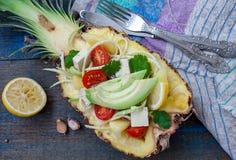 Pâtes de courgette de Vegan pour couper l'ananas avec le tofu Photographie stock libre de droits