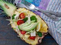 Pâtes de courgette de Vegan pour couper l'ananas avec le tofu Photo libre de droits
