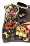 Pâtes de Farfalle avec les tomates séchées au soleil Photo stock