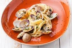 Pâtes de fruits de mer avec des palourdes Images libres de droits
