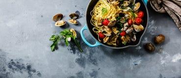 Pâtes de fruits de mer de Vongole d'alle de spaghetti de pâtes avec des palourdes photo libre de droits