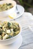Pâtes de Fusilli Pesto images libres de droits